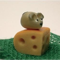 Myš na sýrovém rožku